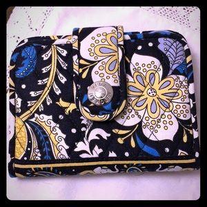 Vera Bradley Snappy Clutch Wallet In Ellie Blue